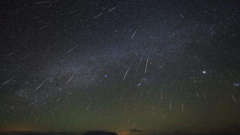 天文盛事!雙子座流星雨遇上超級月亮