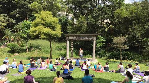 山頂草地學Yoga!5場排毒瑜伽免費玩