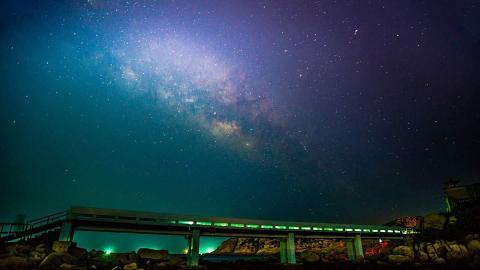 【颱風山竹】石澳藍色情人橋斷裂!熱門景點被颱風吹毀全條瓦解