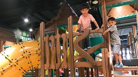 【親子好去處】荃灣新開7000呎大自然室內遊樂場+餐廳!賽車/火山滑梯/爬樹屋