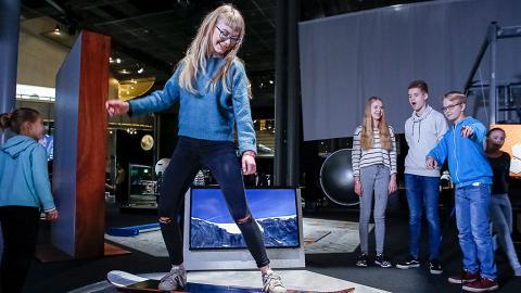 【尖沙咀好去處】香港科學館全新冬季冰運會展!玩冰壺/冰上曲棍球/滑雪/射擊