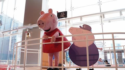 【暑假好去處】Peppa Pig沙灘派對登陸九龍灣!10呎高巨型沙雕裝置/期間限定店