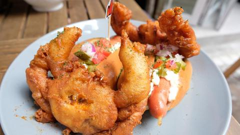 【西貢美食】西貢軟殼蟹熱狗買一送一 鮮榨原個西瓜仔/All-day breakfast熱狗