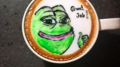 【銅鑼灣美食】鬼馬Pepe變身咖啡! 銅鑼灣cafe推pepe騎呢表情咖啡拉花