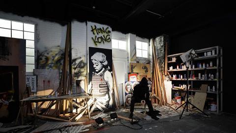 【九龍灣好去處】Banksy巡迴展覽香港站率先睇 70多件原創塗鴉!女孩與氣球都有