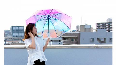 日本Wpc.推出超夢幻「極光雨傘」!光線折射出多顏色極光 透視彩色影子
