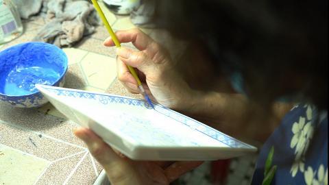 【坪洲好去處】75歲老師傅堅守40年傳統瓷器店!開設手繪彩瓷工作坊體驗傳統手藝