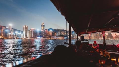 香港維多利亞港遊船河體驗買2送1優惠!傳統中式帆船上觀賞幻彩詠香江/維港日落靚景