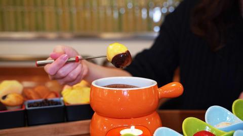 佐敦逸東酒店餐廳$128Mövenpick雪糕火鍋下午茶 任食10款口味雪糕+無限任添黑白朱古力火鍋