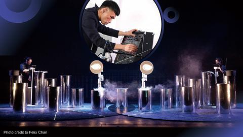 Arts Tech舞台《仍…息在零地》梁基爵與機械臂對話