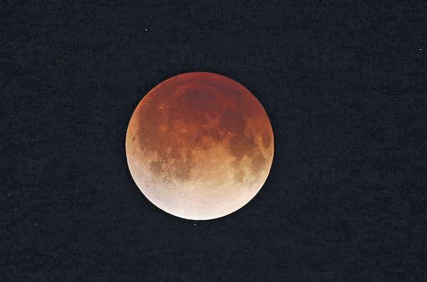 下一次有「連環四月食」則要待2032年至2033年,圖為4月於美國拍攝的月食景象。(資料圖片)