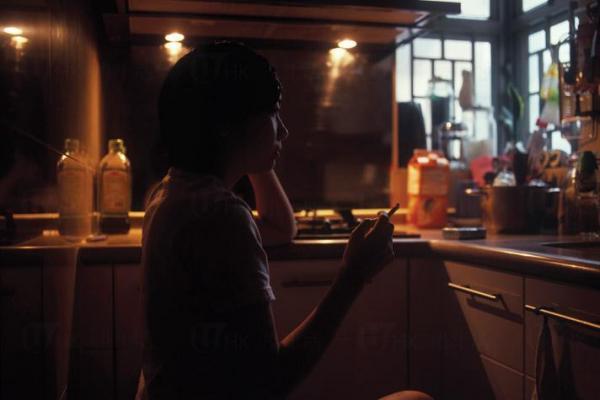 鄭瑋玲在作品中展現了這群年輕人棲身異鄉的矛盾、思愁。