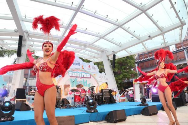國際級的歌舞表演把現場狂熱氣氛推上頂峰!