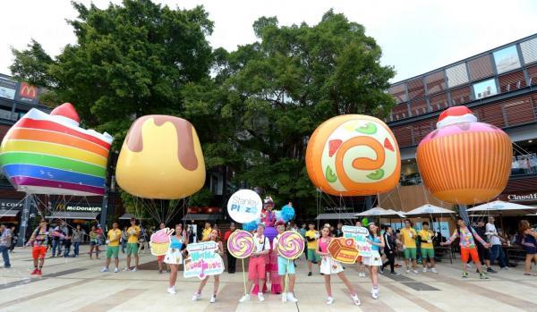 首次現身的巨型甜品氣球飛天巡遊,配上甜蜜的香氣,為觀賞者帶來不一樣的體驗