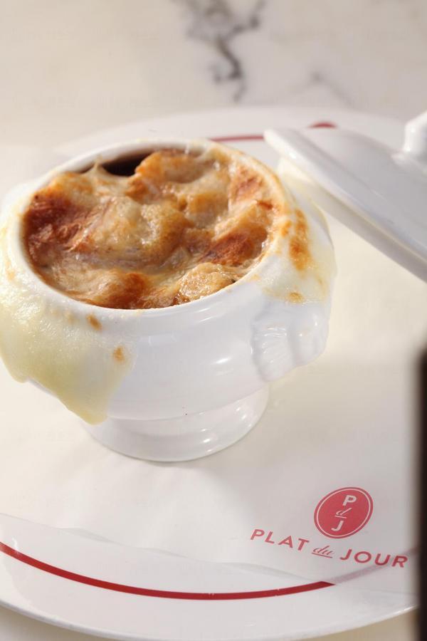 法式洋蔥湯配gruyère gratin百里香麵包粒
