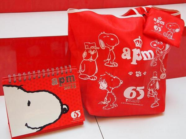 apm特別推出Snoopy別注版限定潮物,包括:座枱年曆 、Snoopy造型環保袋,供大家消費換領。