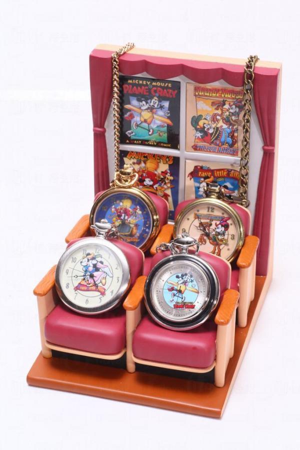 1990年出產,一套4件的米奇陀錶,代表著米奇的4套經典動畫。配上這個仿如電影院的特製陶瓷製展示架,更顯珍貴。
