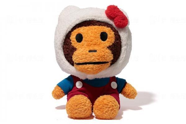戴著Hello Kitty頭套的BABY MILOR公仔