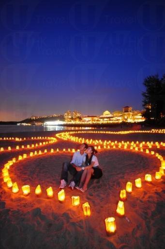 大白灣上心形燭光