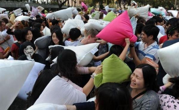 國際香港枕頭大戰2015 (網上圖片)