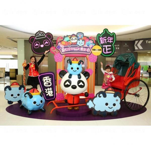 悅悅」與Cloudy 一同坐人力車遊歷香港