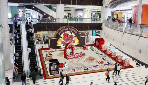 青衣城以「大富翁80週年香港版」為原型,在商場內展出逾千呎的全港最大大富翁棋盤。