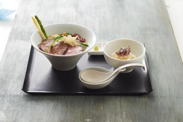 「春季清燉肉湯拉麵配烤和牛柳片」($158) (圖:Gogyo)