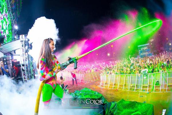 圖:FB@Life in Color Worlds Largest Paint PartyHong Kong
