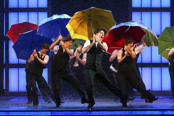 《雨中樂飛揚》音樂劇  全球巡演香港站(圖:FB@Lunchbox Theatrical Productions, Hong Kong