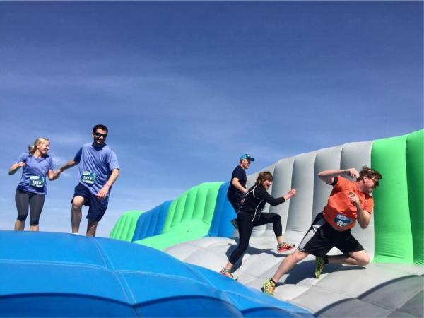 瘋狂障礙跑Crazy Inflatable Run 5K 11月襲港(圖:FB@瘋狂障礙跑)