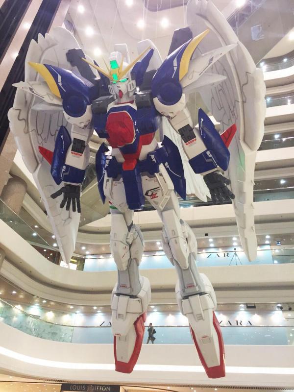 9.8 米 Wing Gundam已經率先抵達。