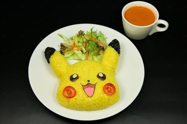 比卡超咖喱豬扒飯,可配蕃茄、波菜或藍咖哩