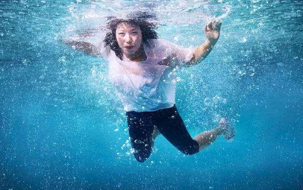 「拉埋大家落水」水底照 資深傳媒人潘麗瓊