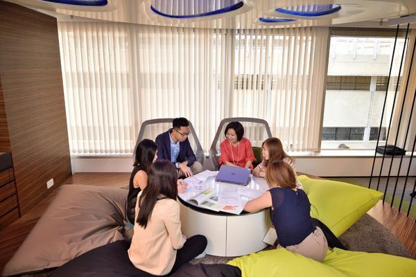 NU SKIN香港辦公室面積超過一萬尺,擁有色彩繽紛的開放式空間,有助同事發揮創新精神。
