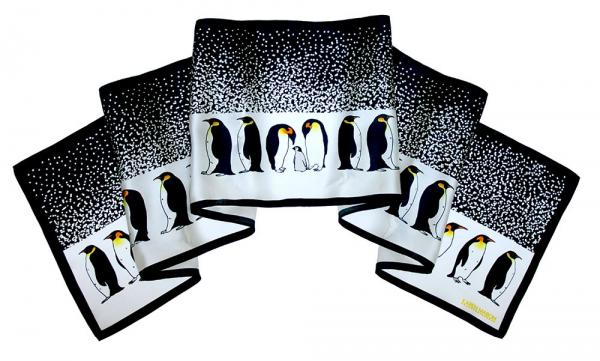 Penguin Parade Scarf / HK$ 488