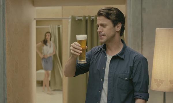 歎免費啤酒、娛樂!izzue x嘉士伯試身室
