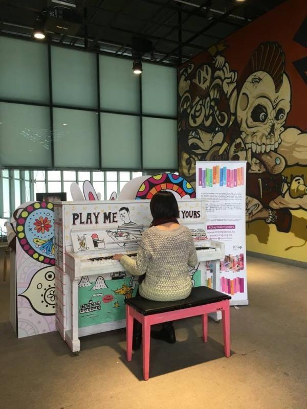 東區柴灣青年廣場所擺放的鋼琴。(圖: fb@PMQ元創方)