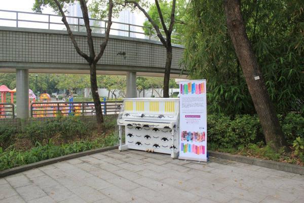 天水圍公園所擺放的鋼琴。(圖: fb@PMQ元創方)
