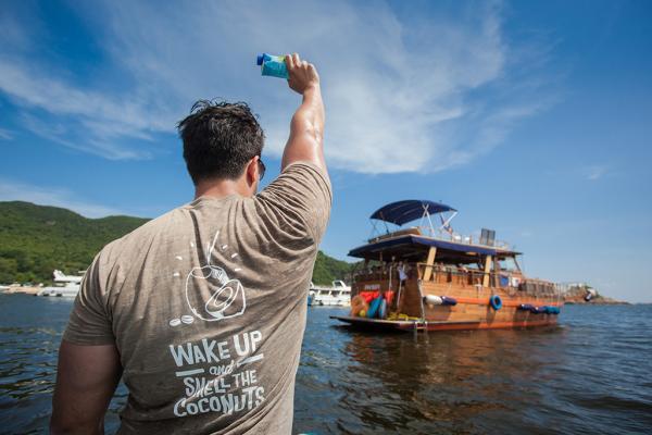 限定一日!快艇免費派椰子水