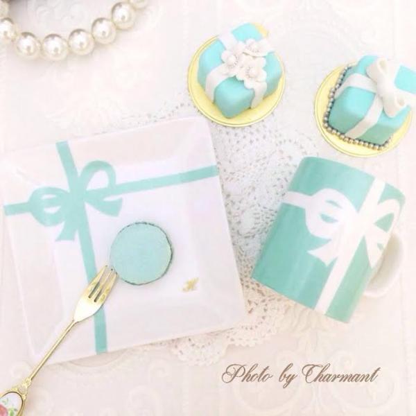 甜品碟、水杯、及棉花糖禮物盒蛋糕