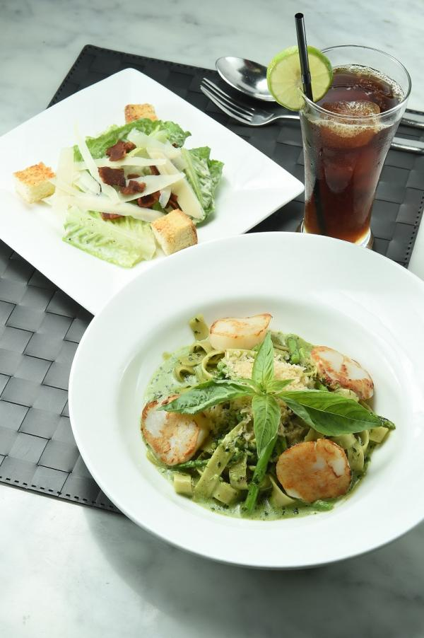 Greyhound Cafe 指定午市套餐( 特色凱撒沙律+ 帶子蘆筍伴香草寬麵+飲品)買一送一