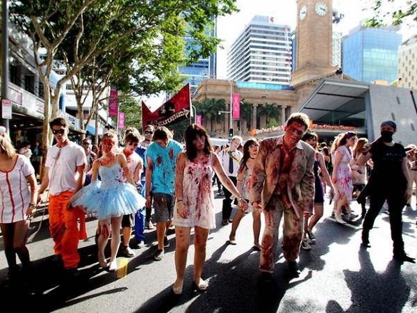 香港都有喪屍行Zombie Walk!10.29屍殺皇后大道東 (圖:brisbanezombiewalk.com)