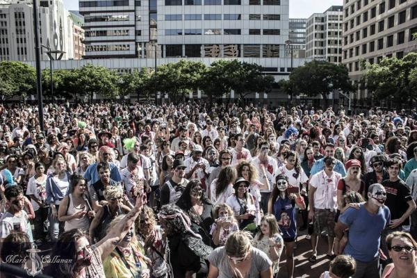 香港都有喪屍行Zombie Walk!10.29屍殺皇后大道東 (圖:macauzombiewalk.com)