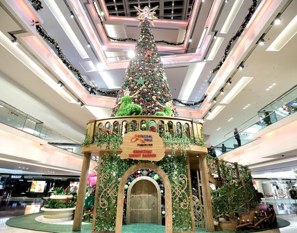 全港最高達21米(70呎)的室內聖誕樹