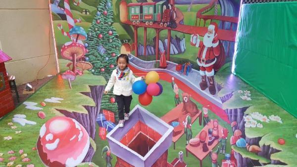位於藍田安田邨的立體畫「飄雪小鎮」。(圖: 政府新聞公報 )