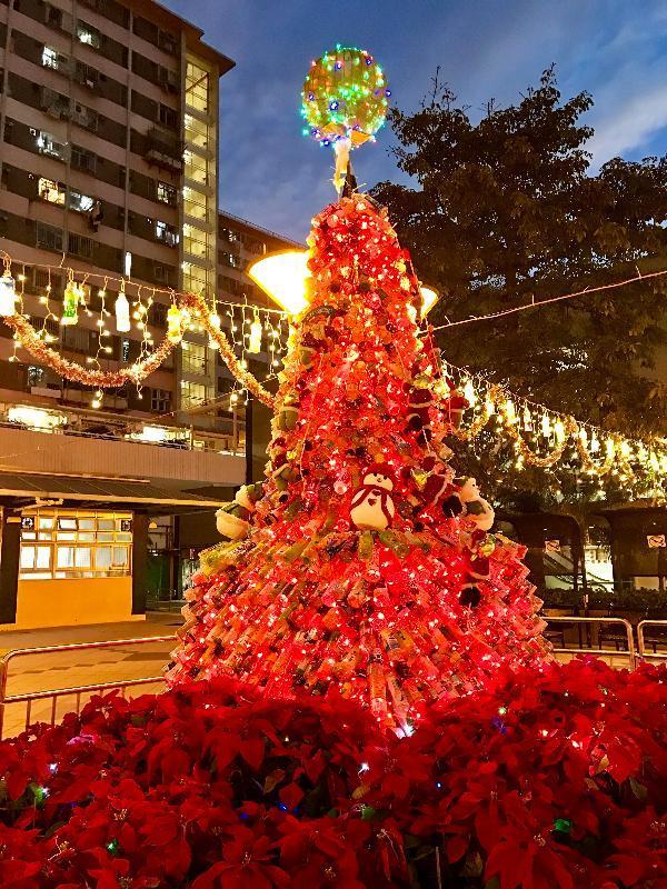 以環保為主題的聖誕樹裝飾。(圖: 政府新聞公報 )