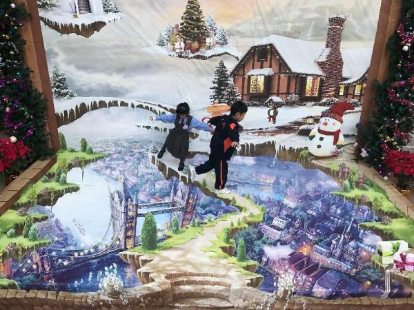 位於麗瑤邨的立體畫「夢幻聖誕」(圖: 政府新聞公報 )