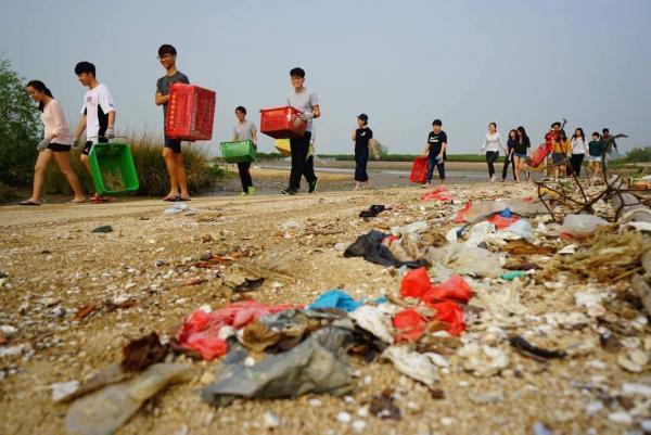 去年12月,另一團體發起的執垃圾活動相片。(圖:FB@鴨仔坑士多)