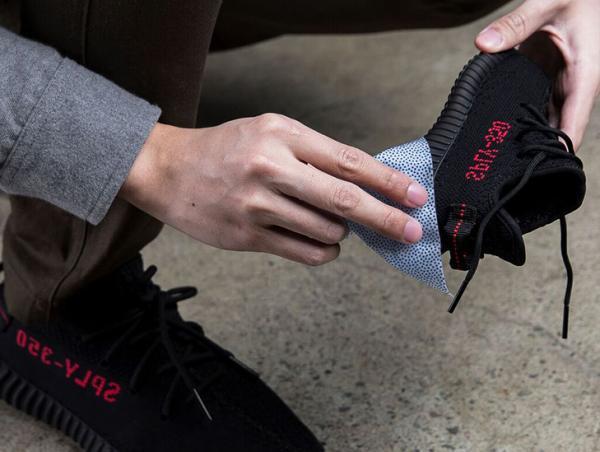 抺走鞋面上的污積!2天快閃送抹鞋濕紙巾