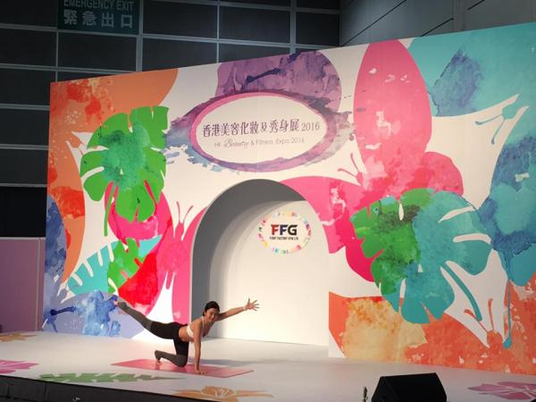 化仙氣妝睇林德信做瑜伽!香港美容化妝及秀身展2017